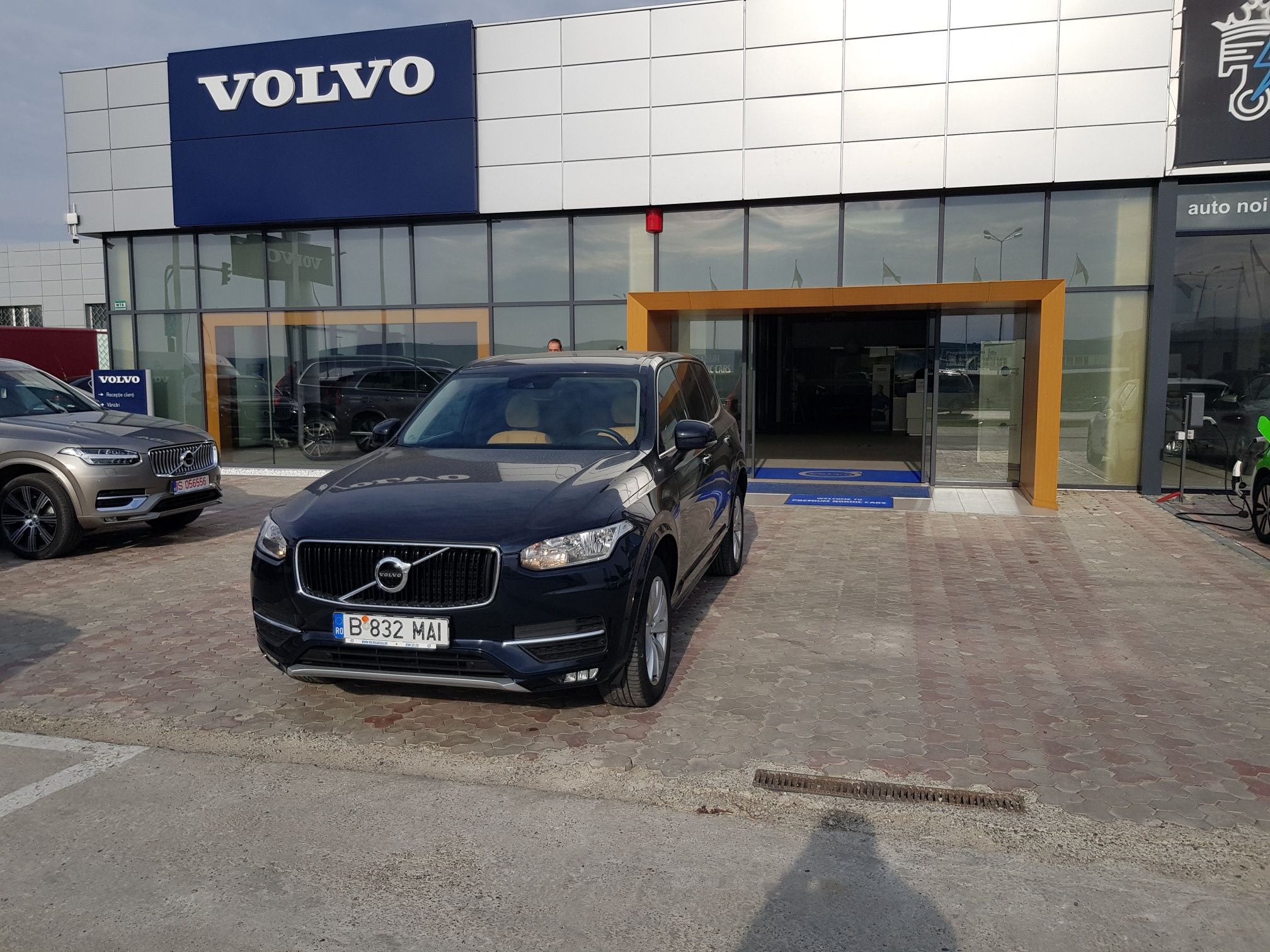 Volvo Noul XC90 Momentum D5 AWD, AT8